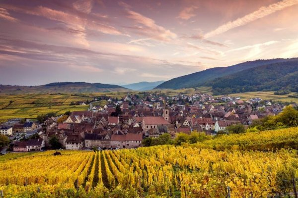 Названо 10 лучших направлений для путешествий осенью