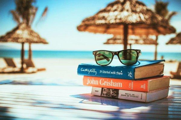 ТОП-10 увлекательных книг, которые нужно взять с собой в путешествие
