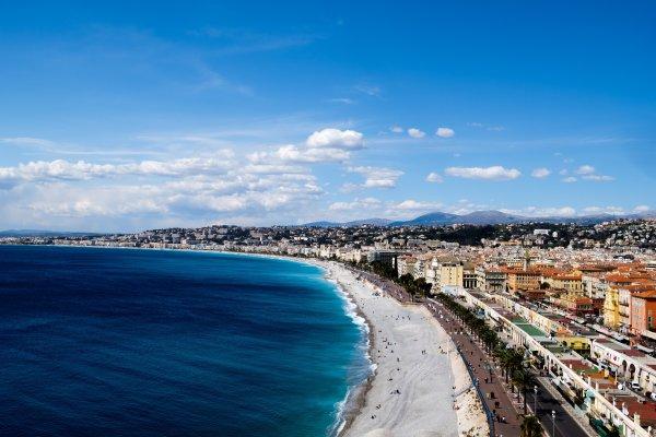 Лазурный берег на автобусе: что делать на юге Франции весной?