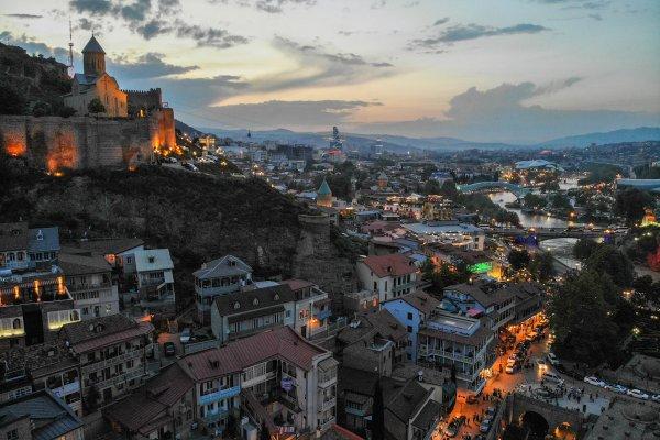 Грузия возобновляет международное авиасообщение