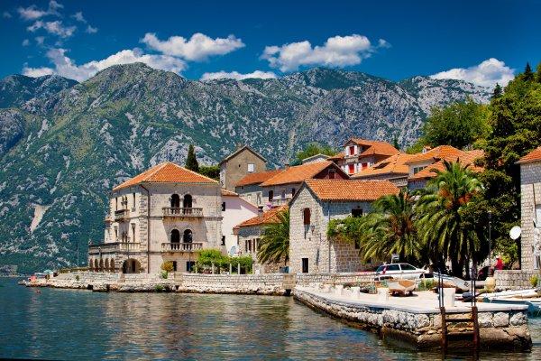 В Черногории вводят комендантский час