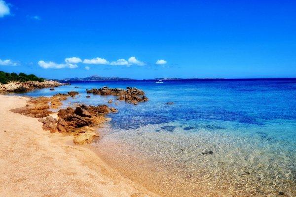 Сардиния не будет пускать невакцинированных туристов