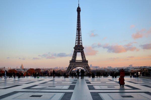 Франция открывает границы для иностранных туристов