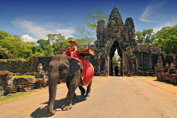 Камбоджа открывается для туристов: названы условия въезда