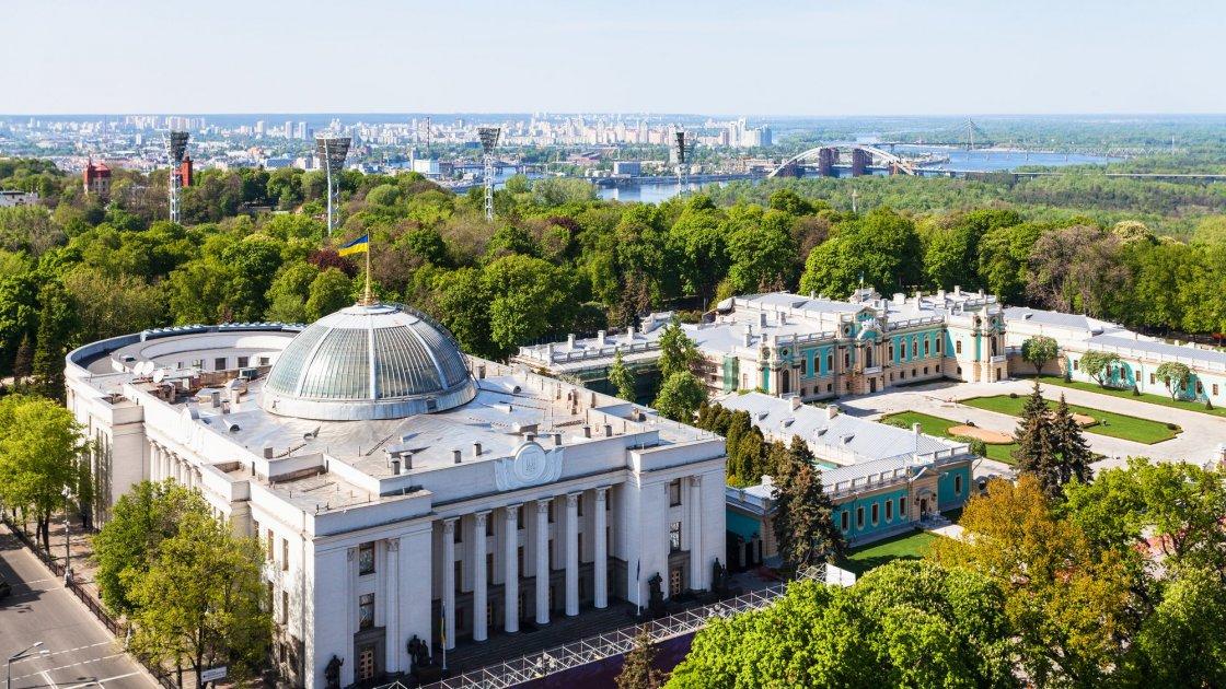 Вид на Мариинский парк и дворец в Киеве