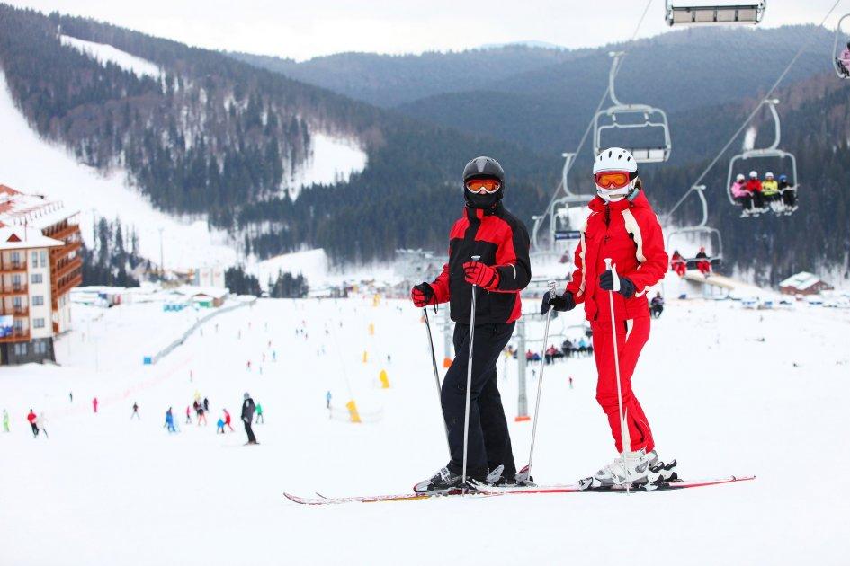 Лыжники на фоне трассы, Пилипец