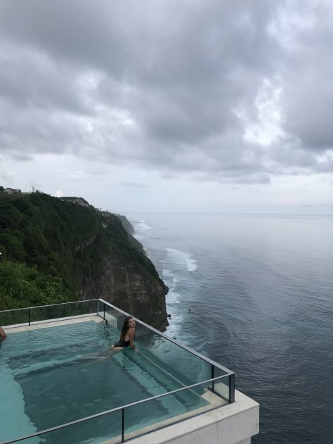 Вид на океан с панорамного бассейна на Бали