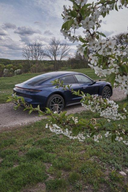 Путешествие на электрокаре Porsche Taycan