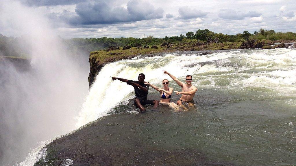 Дьявольский бассейн в водопаде Виктория, Замбия
