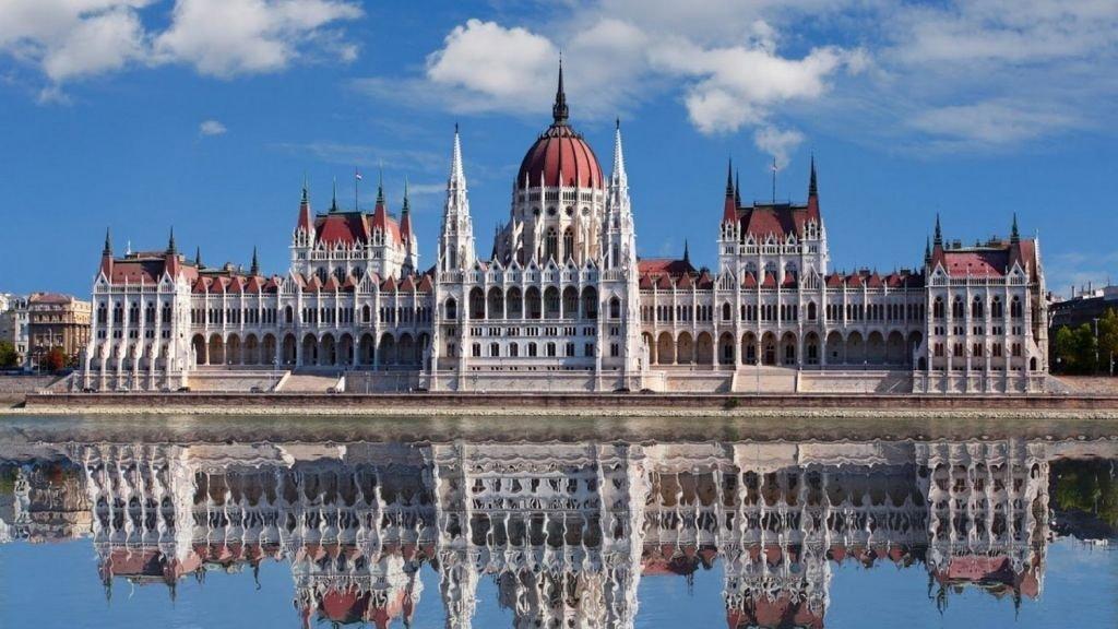 Здание венгерского парламента - Будапешт