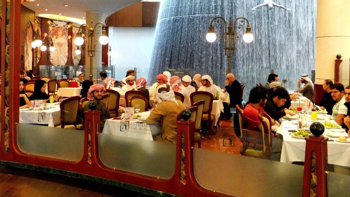 Закусочная в торговом центре Дубаи