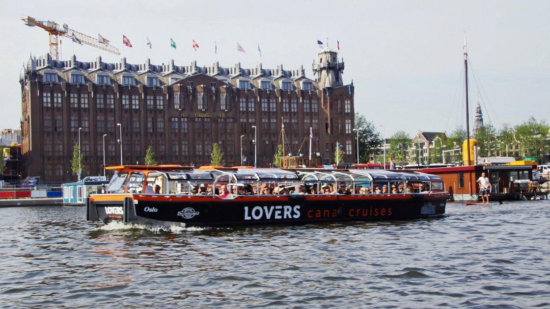 Круизный корабль в Амстердаме