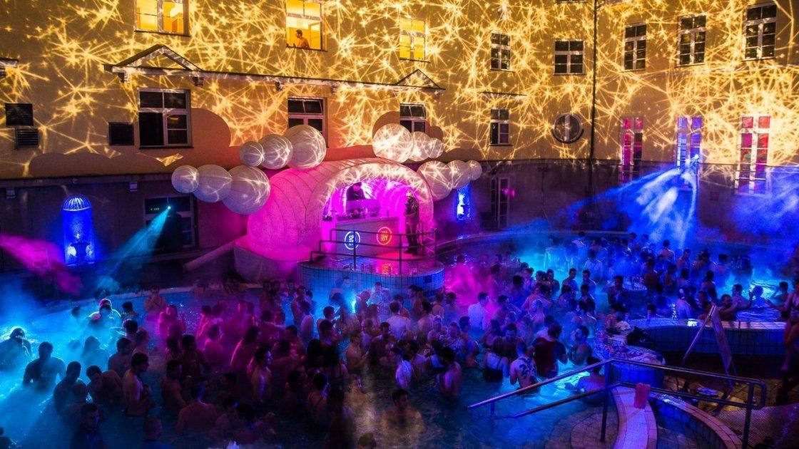 Ночные клубы будапешт клубы ночные на западе москвы