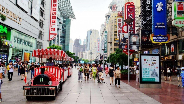 Конечно же, громадные торговые комплексы с одеждой здесь тоже есть, но  будьте внимательны  в Шанхае очень часто, хоть и качественную, но подделку  могут ... edd6c697137