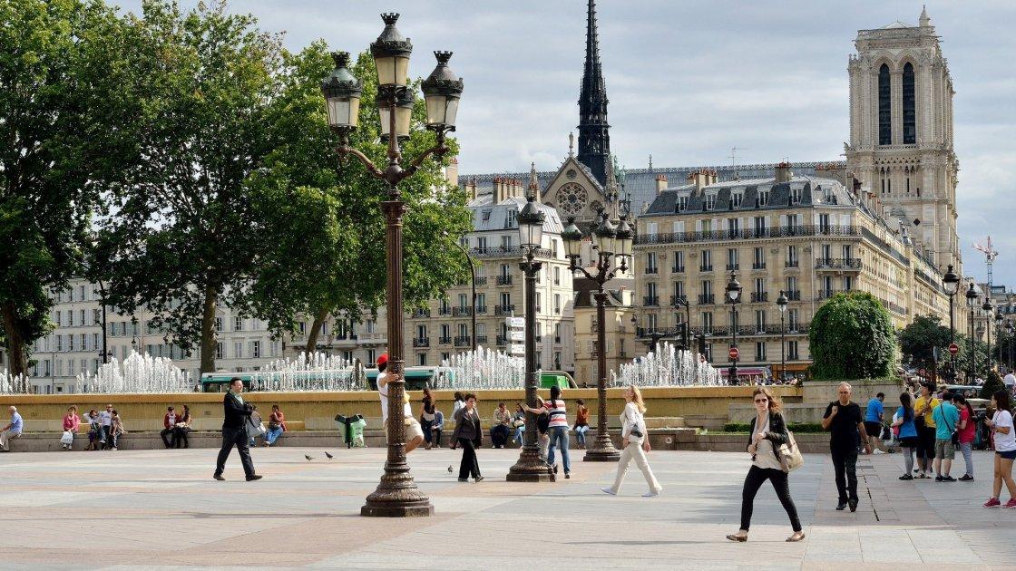 Площадь Отель-де-Виль - Париж