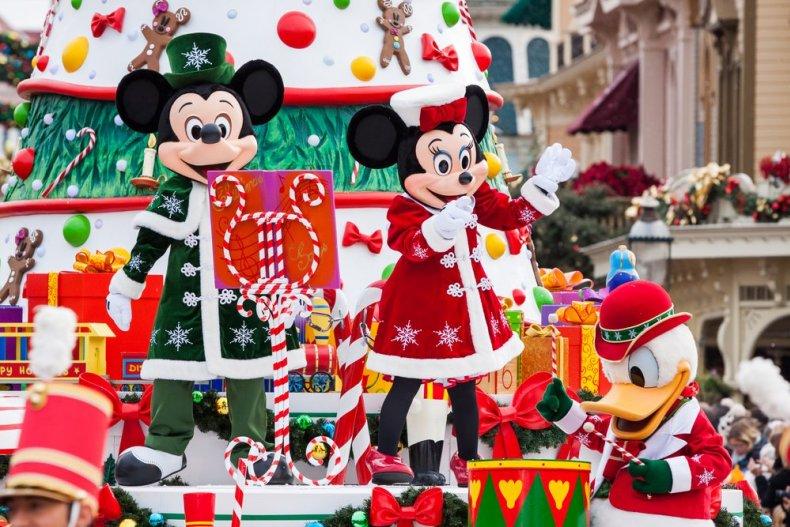рождественский парад в Диснейленд Париж