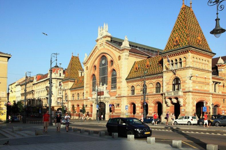 Центральный рынок на площади Фовам