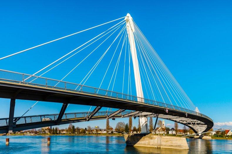Мост во Францию