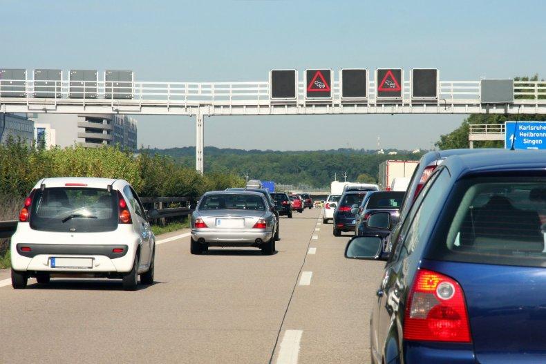 Автомобили в движении варенье на шоссе, в Германии