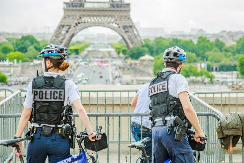 Полиция на Эйфелевой башне