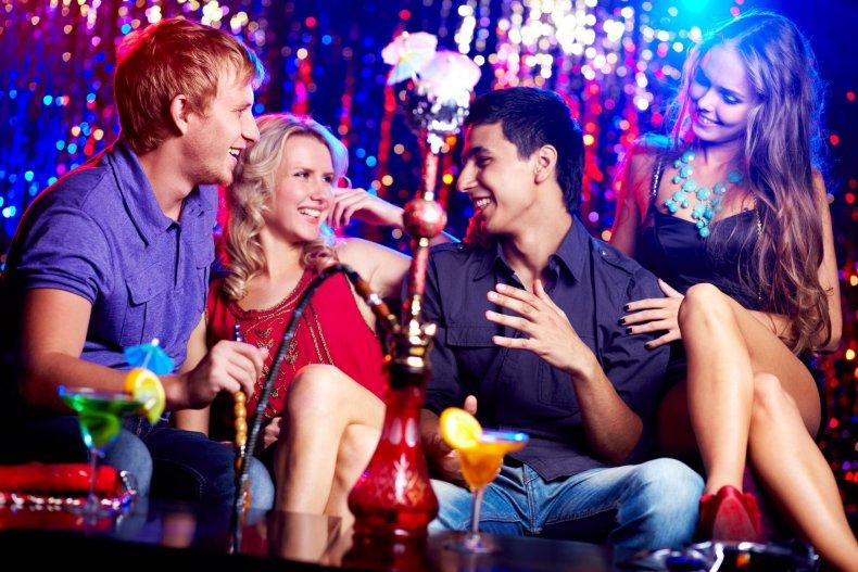 В чем одеты люди в ночном клубе москва клубы хаус