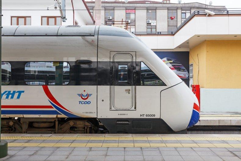 Скорый поезд между Стамбулом и Анкарой