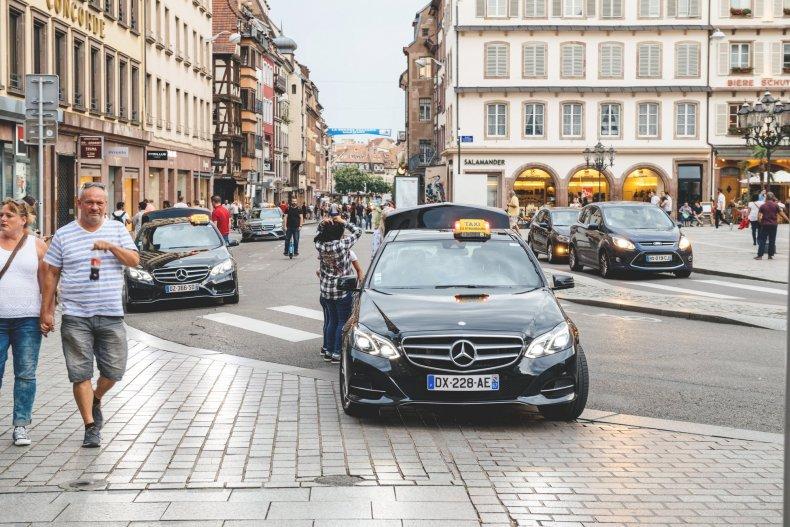 Такси на площади Страсбурга