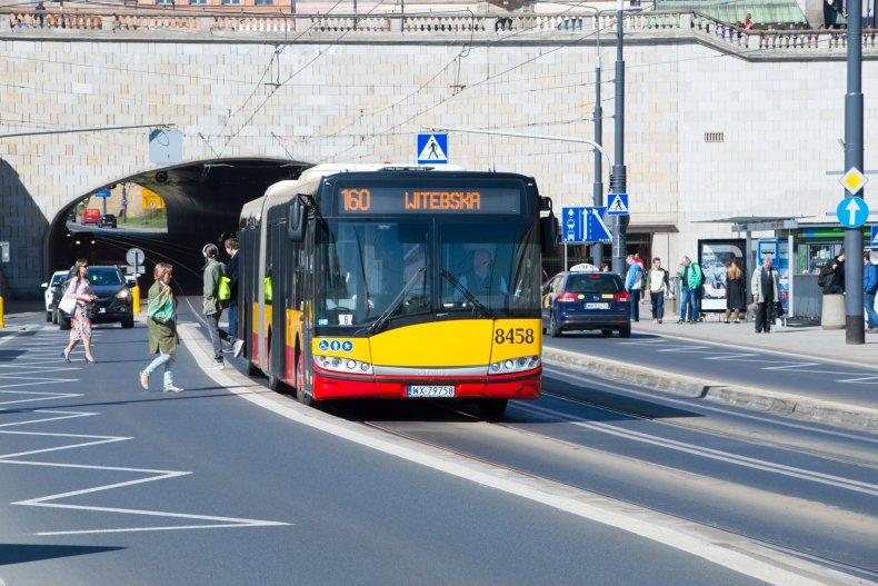 Автобус на улице Варшавы