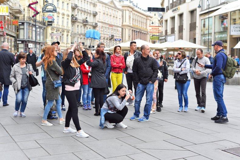 Группа туристов с гидом в Вене