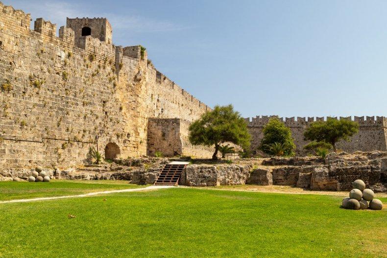 часть стены старого города Родоса