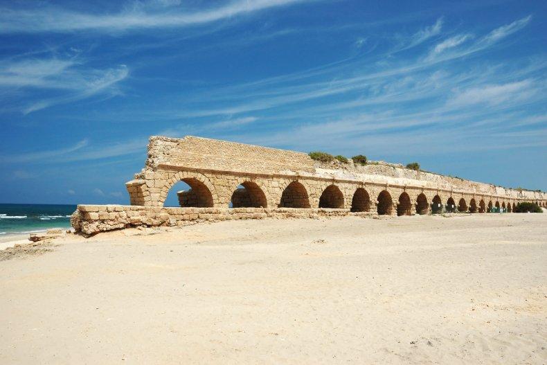 римский акведук возле пляжа, Кейсария