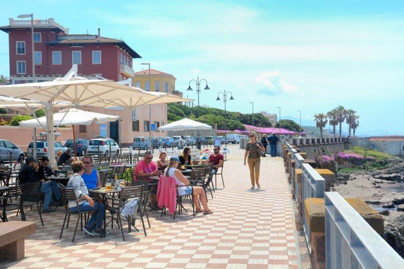 Ресторан на набережной в Старом городе Альгеро