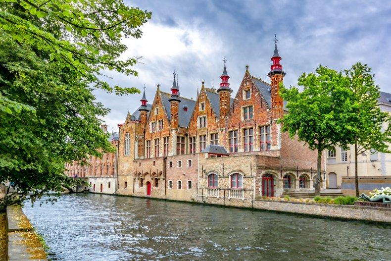 Канала Гроенерей и архитектура старого Брюгге